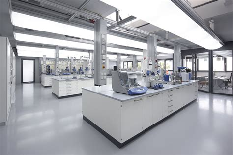 Lab furniture from the specialist - WALDNER Inc