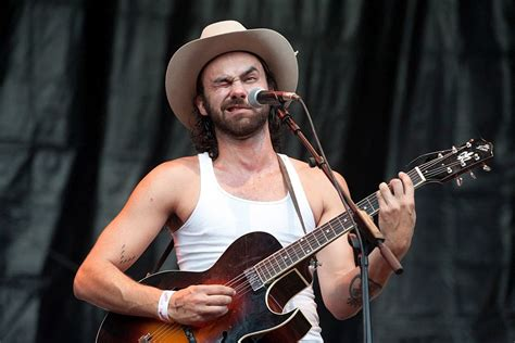 Shakey Graves Debuts Music Video for 'Dearly Departed'
